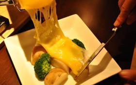 冬の定番「溶かしチーズ ラクレット」